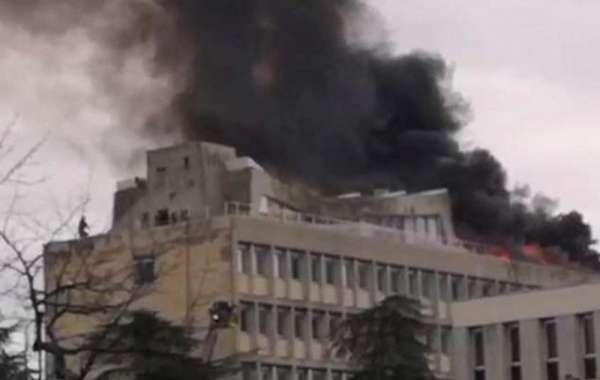 شاهد.. حرائق ضخمة تلتهم جامعة ليون الفرنسية