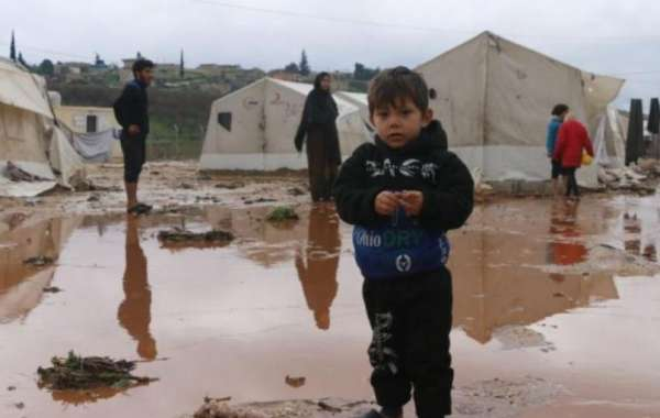 """أب سوري يروي مأساته: """"هكذا خطفت السيول ولديّ"""""""
