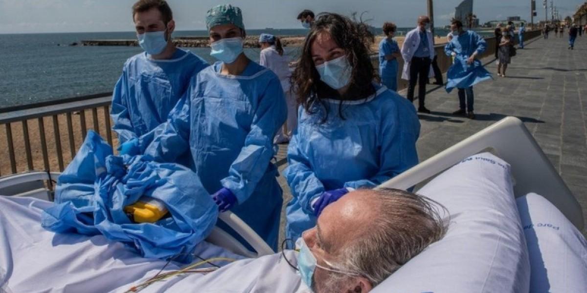 Coronavirus: Barcelona beach trip for recovering patients