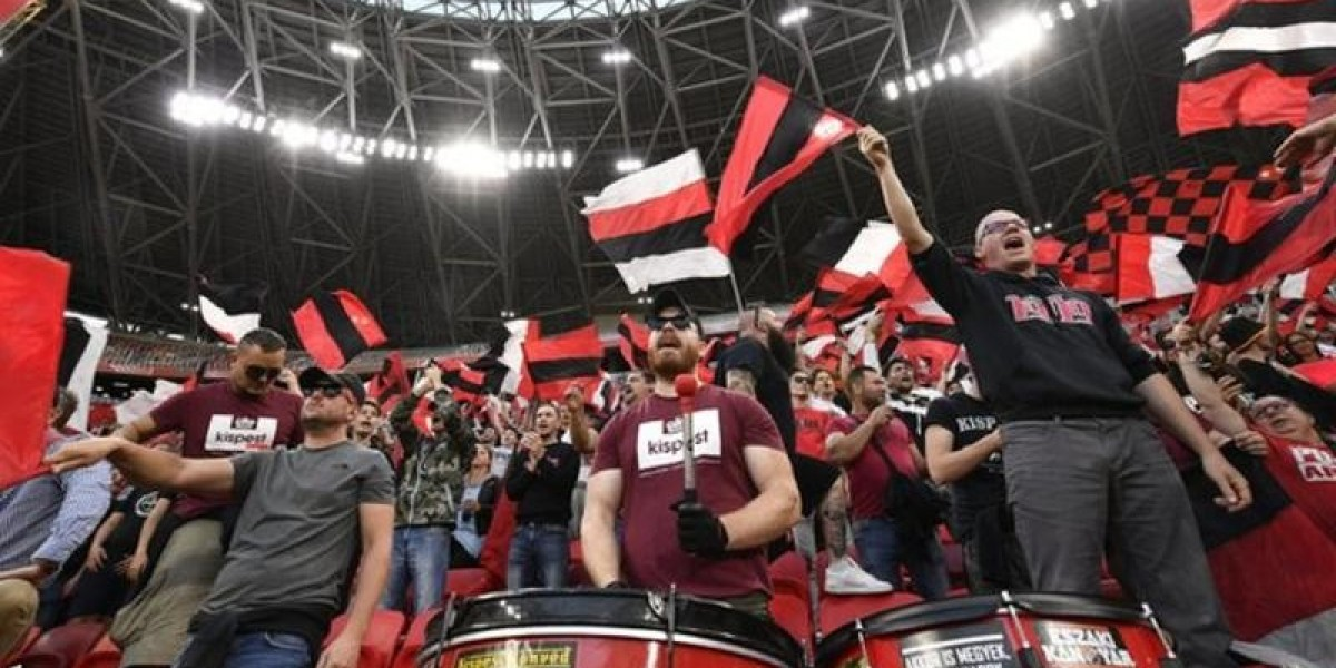 Coronavirus: Fans flout distancing rules in Hungarian Cup final